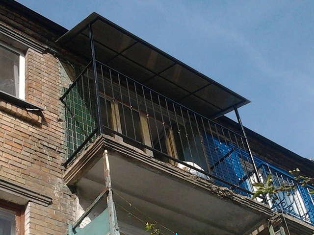 Козырек над балконом последнего этажа цена..
