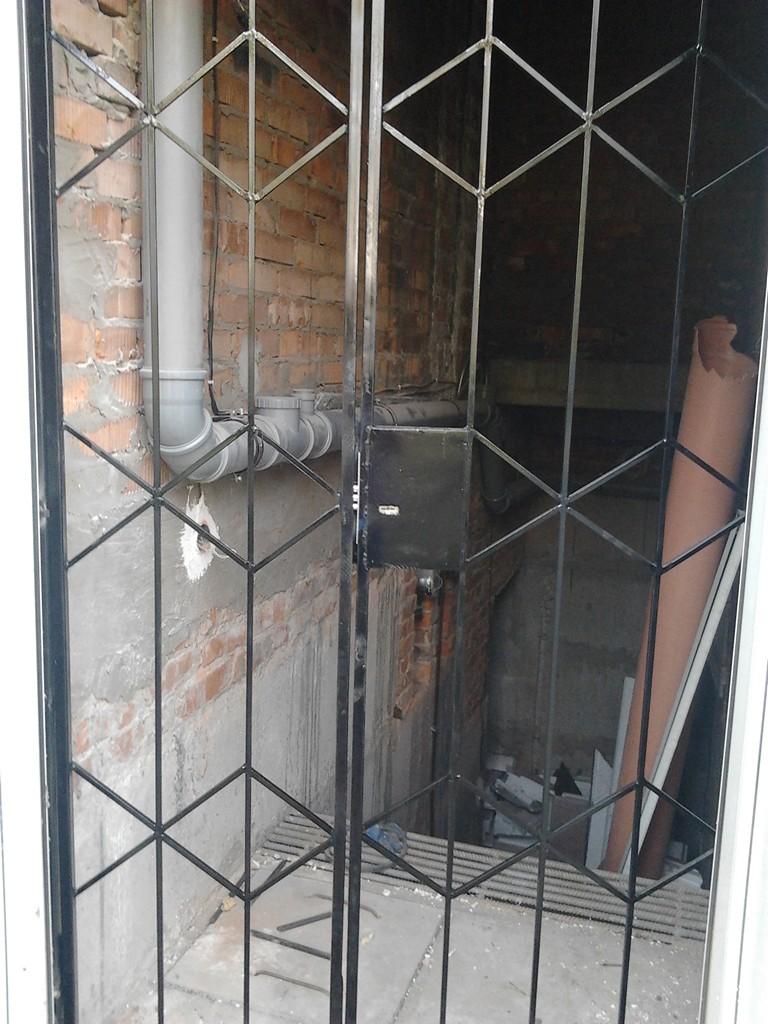 изготовить решетчатую металлическую дверь в подвал
