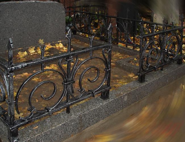 83Лавочка из металла на кладбище