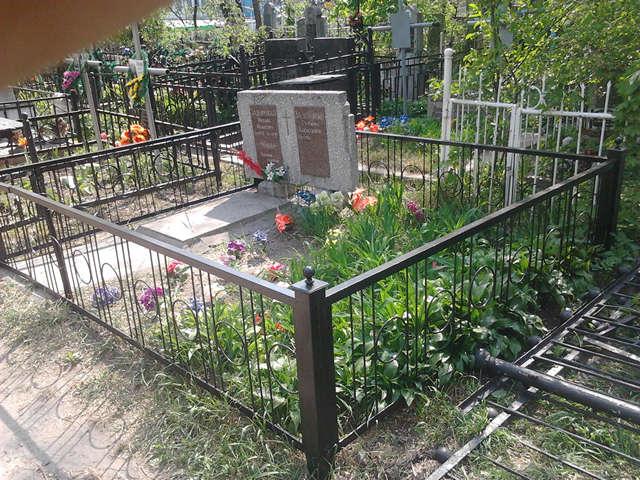 163Лавочка из металла на кладбище